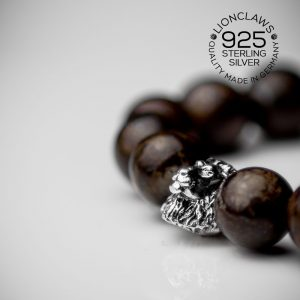 lionclaws-brown-snowflake-löwenarmband-8mm-seitenansicht